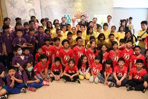 開新視窗,藻特展-中華電信贊助弱勢學童入館參訪大合照