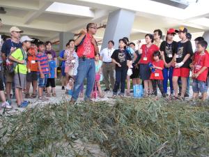 開新視窗,20150726軟絲產房海洋工作假期_教練解說如何綁紮竹叢產房