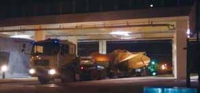 甫運抵海科館區探停車場,仍棧置於拖板車上之螺槳