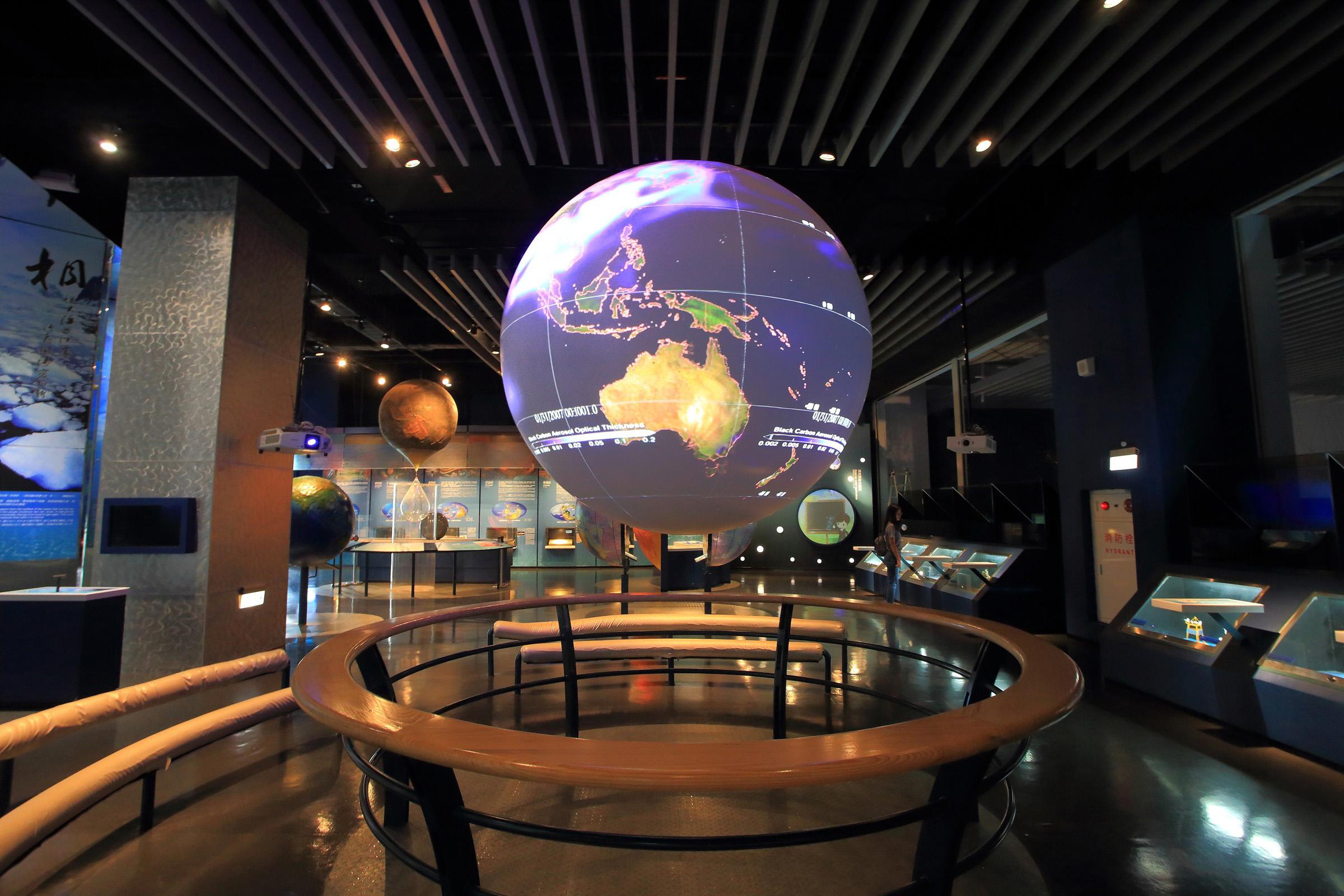 體驗太空人視角-SOS球型劇場